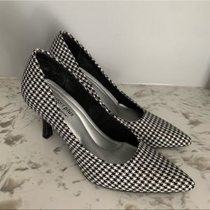 Predictions Houndstooth Pumps Pointed Toe B&W 5.5